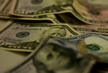 Dólar tem dia de volatilidade com feriado nos EUA, mas fecha estável | Marcello Casal Jr | Agência Brasil