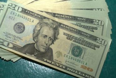 Dólar comercial fecha abaixo de R$ 5 pela primeira vez em duas semanas | Marcelo Casall Jr | Agência Brasil