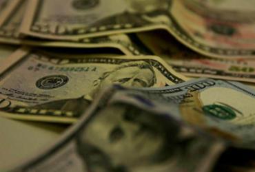 Dólar cai pela terceira sessão seguida e continua abaixo de R$ 5 |