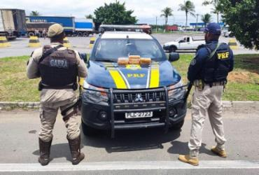 Droga escondida em para-choque de carro é apreendida na BR-324 | Divulgação | SSP-BA