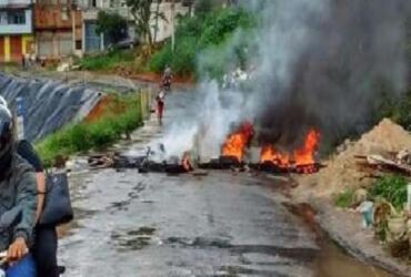 Moradores fecham o trânsito em Boca da Mata | Foto: Reprodução | Transalvador
