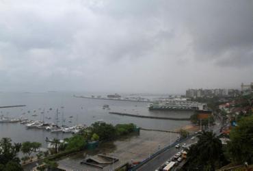 Por conta da forte chuva, imóvel desaba em Pau da Lima | Rafael Martins | Ag. A TARDE