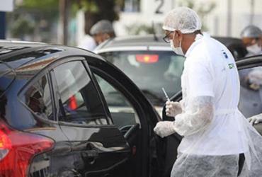 Com baixo estoque de vacinas, prefeitura reorganiza pontos de vacinação | Felipe Iruatã | Ag. A TARDE