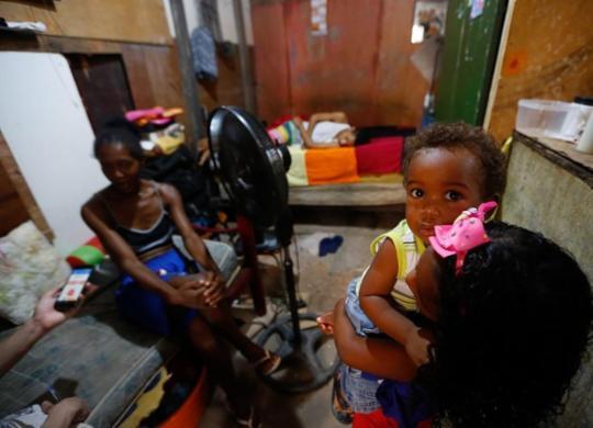 Superlotação de casas desafia isolamento social na Bahia | Rafael Martins | Ag. A TARDE