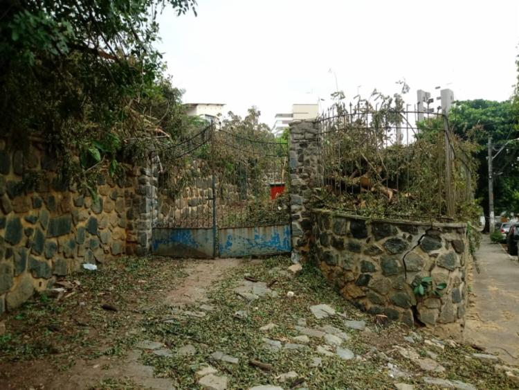 Moradores denunciaram situação de abandono de casa   Foto: Cidadão Repórter via WhatsApp - Foto: Cidadão Repórter via WhatsApp