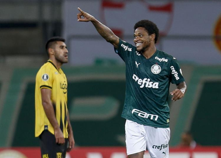 O atacante Luiz Adriano marcou os três gols do Verdão | Foto: Miguel Schincariol | AFP - Foto: Miguel Schincariol | AFP