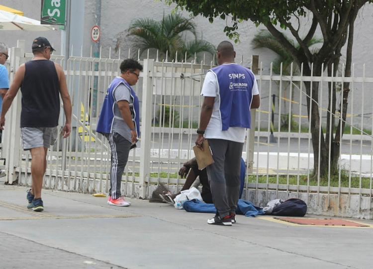 Pessoas em situação de rua também representam grupo de risco | Foto: Luciano da Matta | Ag. A TARDE - Foto: Luciano da Matta | Ag. A TARDE