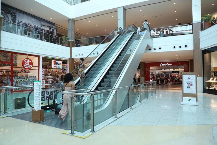 A recomendação da associação é que as lojas passem, a partir desta quarta-feira, 18, a abrir às 12h | Foto: Uendel Galter | Ag. A TARDE - Foto: Uendel Galter | Ag. A TARDE