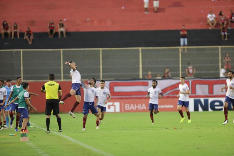 Arthur Rezende comemora depois de marcar o gol que garantiu o triunfo do Tricolor | Foto: Rafael Martins | Ag. A TARDE - Foto: Rafael Martins | Ag. A TARDE