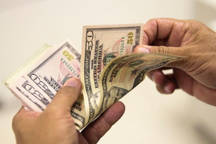 Apesar da queda, o Dólar continuou acima de R$ 5   Foto: Marcello Casal Jr   Agência Brasil - Foto: Marcello Casal Jr   Agência Brasil