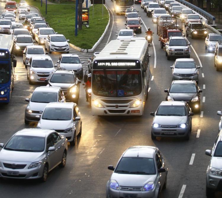 O congestionamento afeta sentido da BR-324 | Foto: Joá Souza | Ag. A TARDE | 12.8.2015 - Foto: Joá Souza | Ag. A TARDE | 12.8.2015