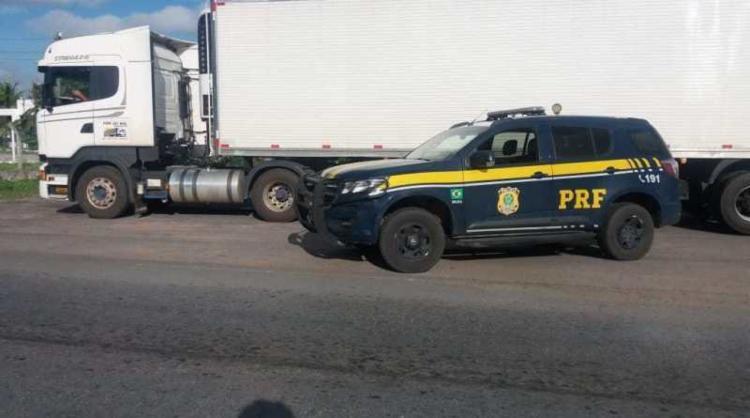 Condutor e o veículo foram encaminhados para delegacia de polícia judiciária local | Foto: Divulgação | PRF - Foto: Divulgação | PRF