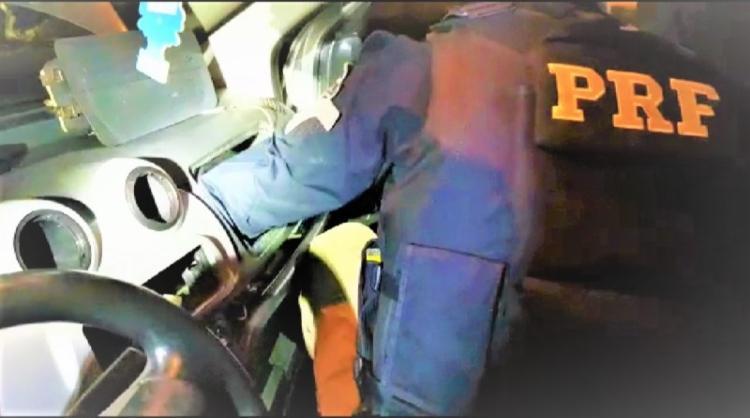 Entorpecente estava escondido em compartimento de carro | Foto: Divulgação | PRF - Foto: Divulgação | PRF