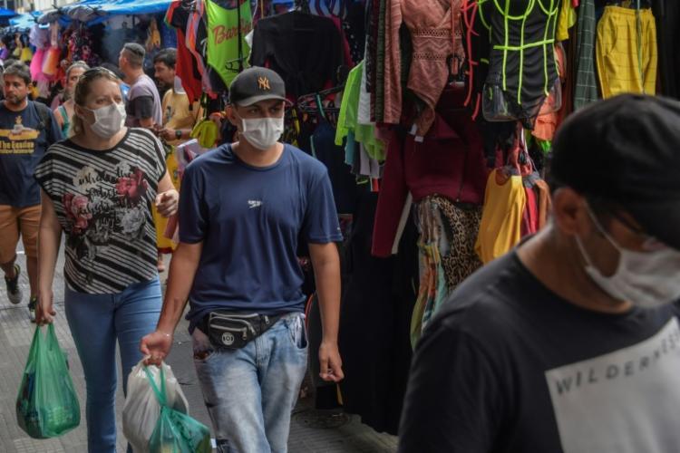O número de infectados teve uma crescente de 45% em um intervalo de 24h | Foto: Nelson Almeida | AFP - Foto: Nelson Almeida | AFP