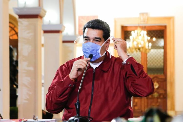 O presidente da Venezuela, Nicolás Maduro, discursa usando máscara de proteção nesta sexta-feira, 13 | Foto: Venezuelan Presidency | AFP - Foto: Venezuelan Presidency | AFP