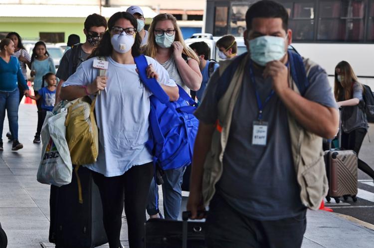 A pandemia já matou mais de 5.700 pessoas em 137 países desde dezembro   Foto: Orlando Sierra   AFP - Foto: Orlando Sierra   AFP