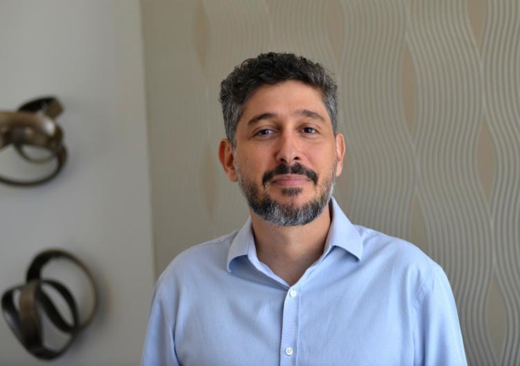 Alessandro Marimpierti é formado em psicologia pela Ufba e em neuropsicologia pela USP, com doutorado em ciências da educação - Foto: Shirley Stolze/Ag. A TARDE
