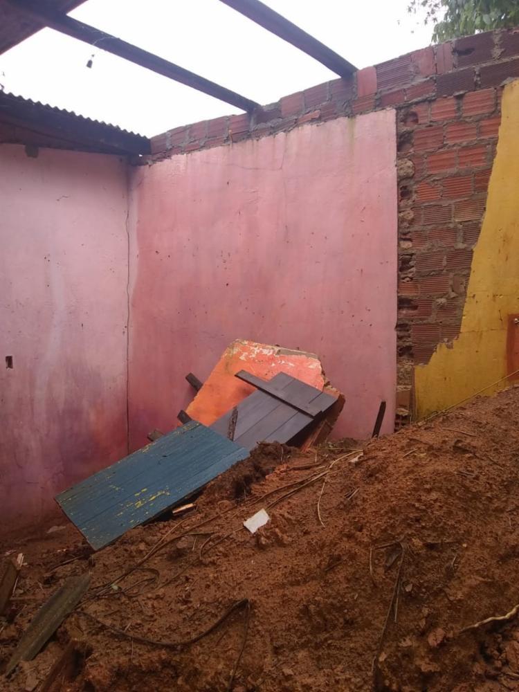 Moradora lamenta situação e cobra soluções | Foto: Repórter Cidadão - Foto: Foto: Repórter Cidadão