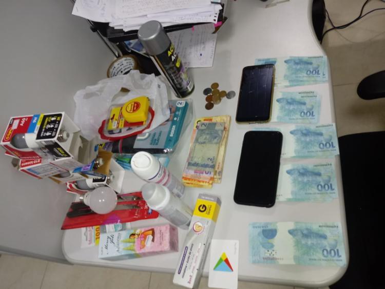 A dupla trocava o dinheiro por produtos de pequeno valor para obter cédulas verdadeiras | Foto: Divulgação | SSP - Foto: Divulgação | SSP