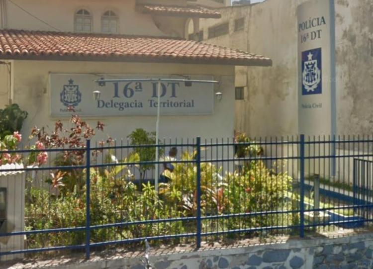Ocorrência foi registrada na 16ª DT, no bairro da Pituba   Foto: Reprodução   Google Street View - Foto: Reprodução   Google Street View