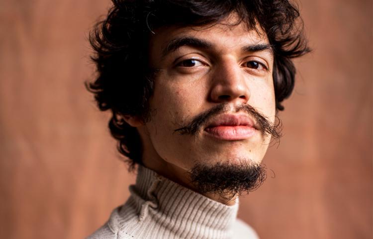 Single faz parte do álbum 'Átimo', que será lançado em abril   Foto: José de Holanda   Divulgação - Foto: Flora Rodriguez e Felipe Bretas