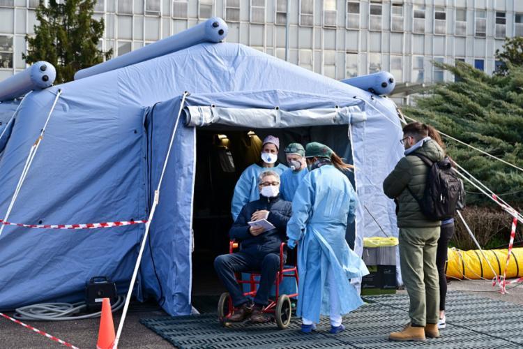 De acordo com o último relatório da Proteção Civil, morreram 107 das 3.089 pessoas infectadas | Foto: Miguel Medina | AFP - Foto: Miguel Medina | AFP