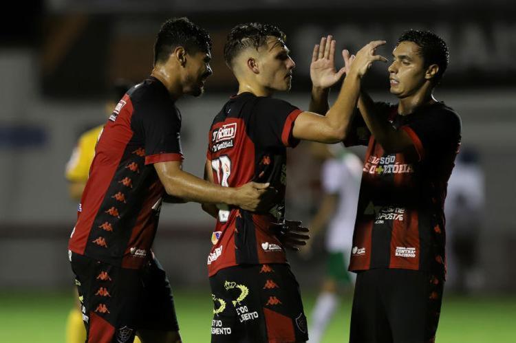 Léo Ceará, Vico e Alisson Farias: cada um marcou duas vezes nos três últimos jogos - Foto: Uendel Galter   Ag. A TARDE