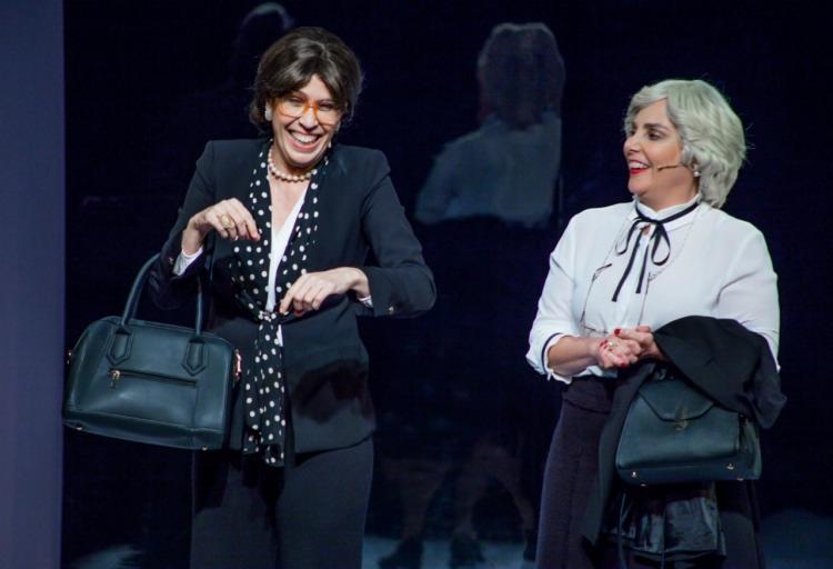 As atrizes dão vida a duas velhinhas para falar, com humor, sobre a passagem do tempo | Foto: Douglas Jacó | Divulgação - Foto: Douglas Jacó | Divulgação