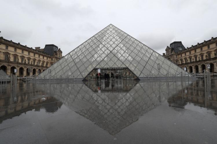 Museu também ficou fechado no domingo por causa do
