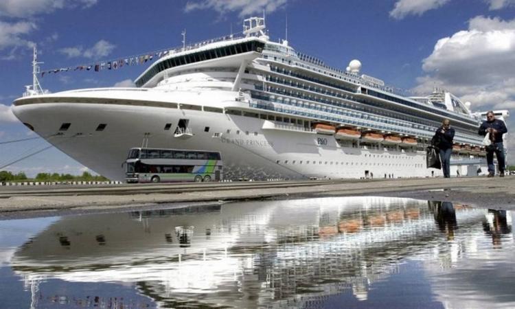46 pessoas foram examinadas e 21 a bordo deste navio deram positivo para o coronavírus | Foto: Stringer | AFP - Foto: Stringer | AFP