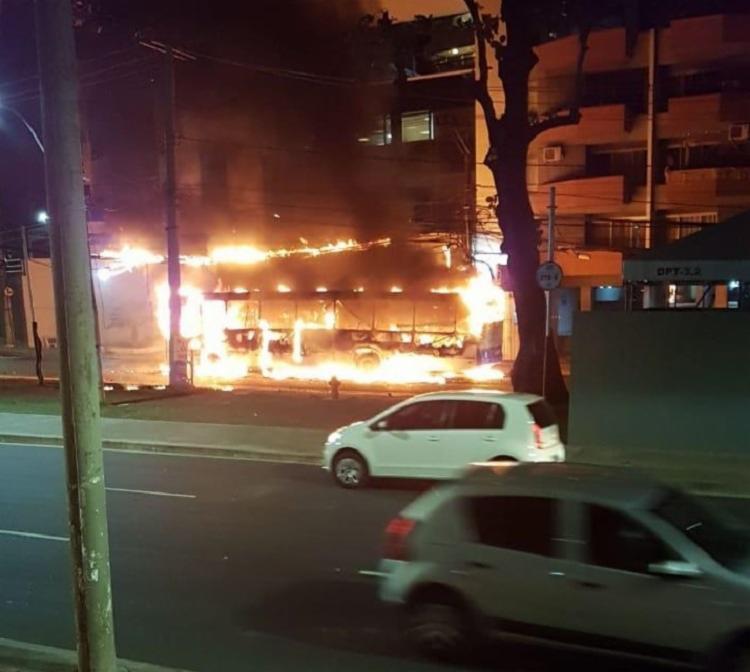 A ação criminosa aconteceu por volta das 19h15 e gerou grande tumulto na região | Foto: Cidadão Repórter | Via Whatsapp - Foto: Cidadão Repórter | Via Whatsapp