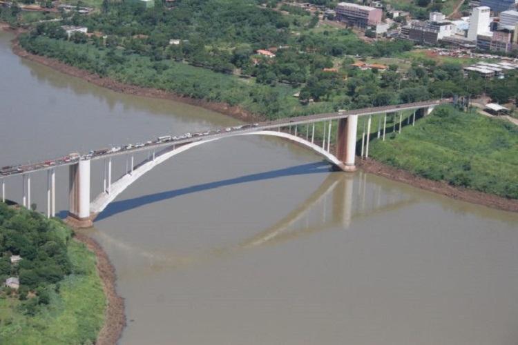 Cerca de 10 mil trabalhadores brasileiros de Foz de Iguaçu cruzam diariamente a fronteira | Foto: Divulgação - Foto: Divulgação