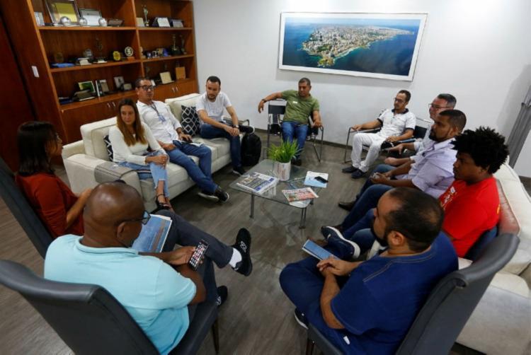 Bate-papo entre os comunicadores na sede do centenário Foto: Rafael Martins | Ag. A TARDE - Foto: Rafael Martins | Ag. A TARDE