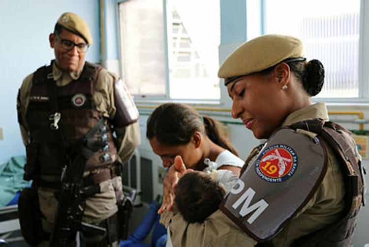 Mulher estava a caminho da emergência | Foto:Ilustrativa | PM | Divulgação - Foto: Foto:Ilustrativa | PM | Divulgação