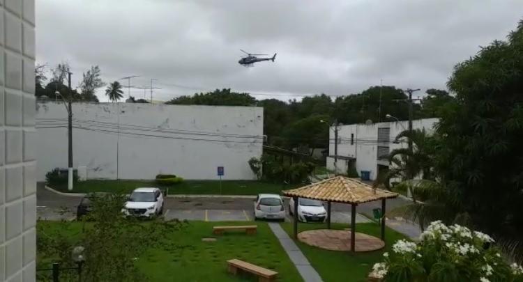Apesar do acidente, o suspeito conseguiu sair do carro e entrou no condomínio, dando início ao tiroteio no complexo residencial | Foto: Cidadão Repórter - Foto: Cidadão Repórter