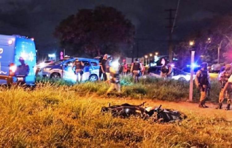Acidente foi no Anel de Contorno, após perseguição policial a motociclistas   Foto: Reprodução   Redes Sociais - Foto: Reprodução   Redes Sociais