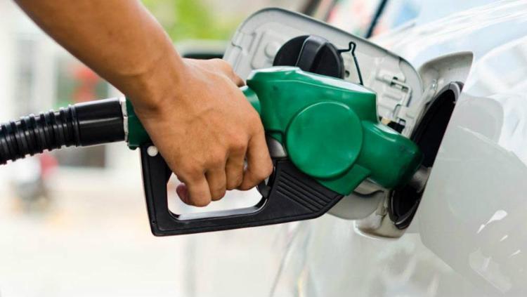 Gasolina foi reajustada, em média, em 5%; diesel, em 8%   Foto: Fernando Frazão   Agência Brasil - Foto: Fernando Frazão   Agência Brasil