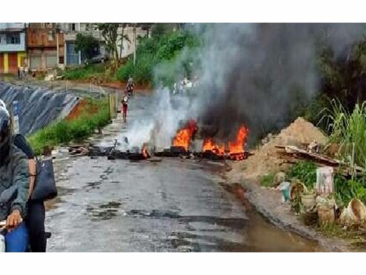 Protesto afetou o trânsito da região | Foto: Reprodução | Transalvador - Foto: Foto: Reprodução | Transalvador