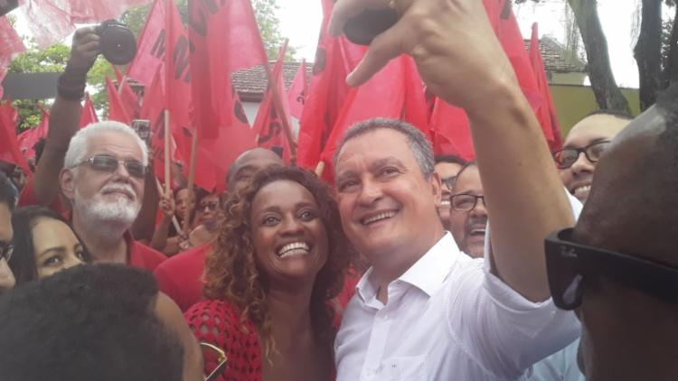 Denice tietou padrinho político, o governador Rui Costa | Foto: Bruno Luiz | Ag. A TARDE - Foto: Foto: Bruno Luiz | Ag. A TARDE