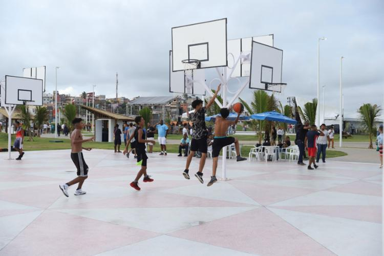 Novo parque também possui espaço para os apaixonados por basquete | Foto: Uendel Galter | Ag. A TARDE