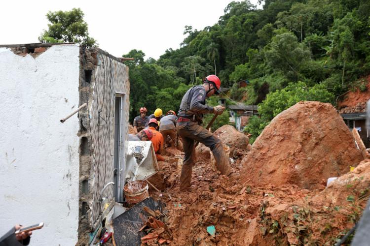 Balanço foi divulgado pela Defesa Civil; 33 pessoas estão desaparecida | Guilherme Dionizio | AFP - Foto: Guilherme Dionizio | AFP