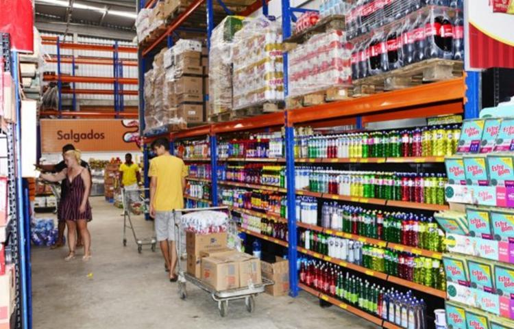 Itens como álcool em gel já estão em falta na maioria dos estabelecimentos | Foto: Ed Santos | Acorda Cidade - Foto: Ed Santos | Acorda Cidade