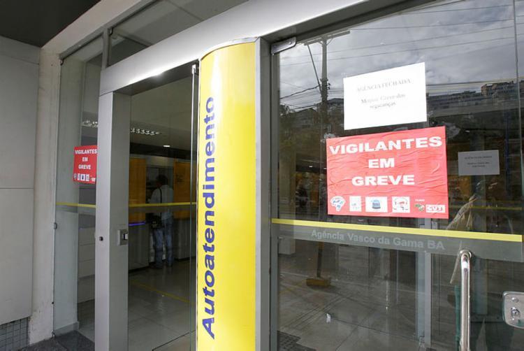 Agências operam em regime de autoatendimento | Foto: Mila Cordeiro | Ag. A TARDE - Foto: Mila Cordeiro | Ag. A TARDE