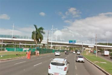 Acidente deixa uma pessoa ferida na avenida Paralela | Foto: Google Street View