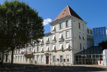 Homem mata duas pessoas e fere outras seis em padaria na França | Reprodução