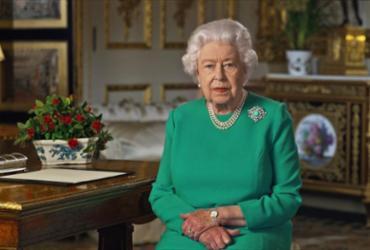 Em raro discurso, Elizabeth II agradece a britânicos por ficarem em casa | Buckingham Palace | AFP