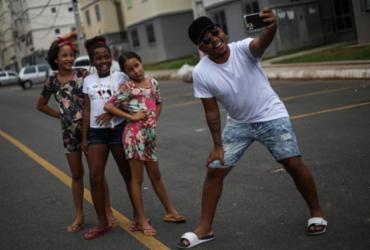 Humoristas fazem sucesso nas redes sociais com histórias do cotidiano de bairros populares | Raphael Müller | Ag. A TARDE