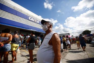 Idosos ignoram isolamento e circulam pelas ruas em Salvador | Laryssa Machado | Ag. A TARDE