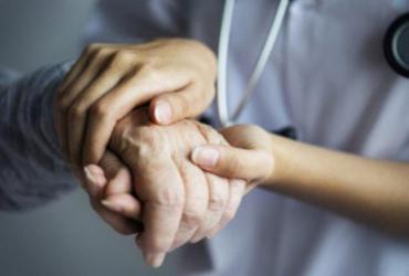 Por que o coronavírus é mais perigoso para os idosos e como protegê-los? | AFP