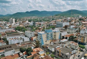 Policiais entregam 250 porções de sopa para população vulnerável em Jequié  
